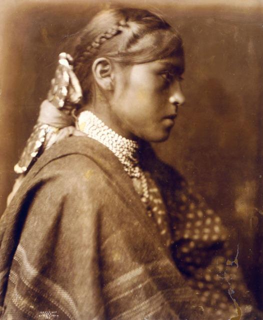 Sigesh (Apache girl)