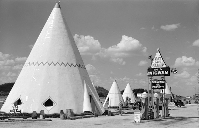 Cabins-imitating-the-Indian-teepee